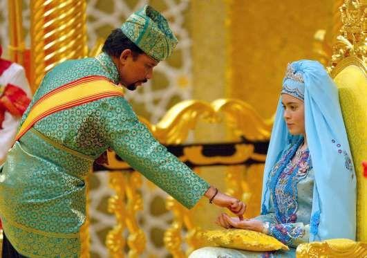 Prince Al-Muhtadee Billah of Brunei and Dayangku Sarah binti Pengiran Salleh.   The Groom: Al-Muhtadee Billah, crown prince of Brunei.  When: Sept. 5, 2004. The bride was 17, and the groom was 30.  Where: The sultan's palace in Bandar Seri Begawan, Brunei.