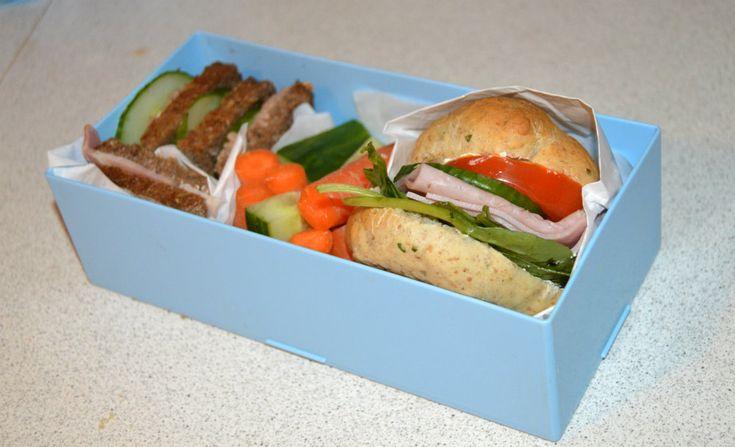 Madpakke med Pindemad og Skinke sandwich
