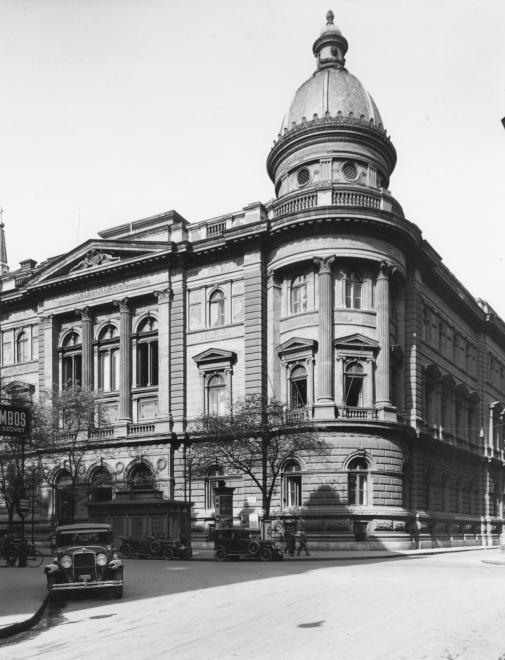 Ferenciek tere - Reáltanoda utca sarok, Egyetemi Könyvtár.
