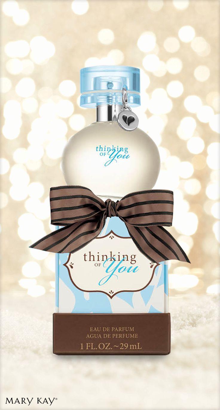Uma fragrância frutal e floral. E a embalagem é especial! Ela permite escrever uma mensagem só sua no interior. :)