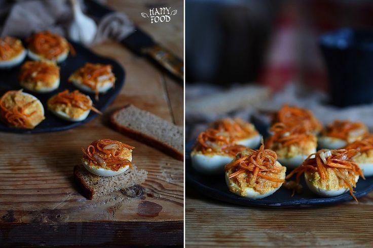 Фаршированные яйца с острой морковкой - HAPPYFOOD
