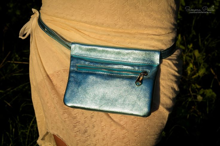 Caribbean Sea with Lid - The ideal fashion bumbag for festivals and traveling. Handmade from genuine leather. #kamabag #kamaloveon #designer #blue #electric  35€