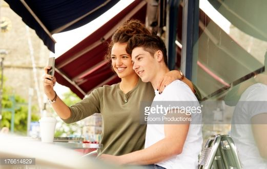 Foto de stock : Late teens taking a photo of eachother