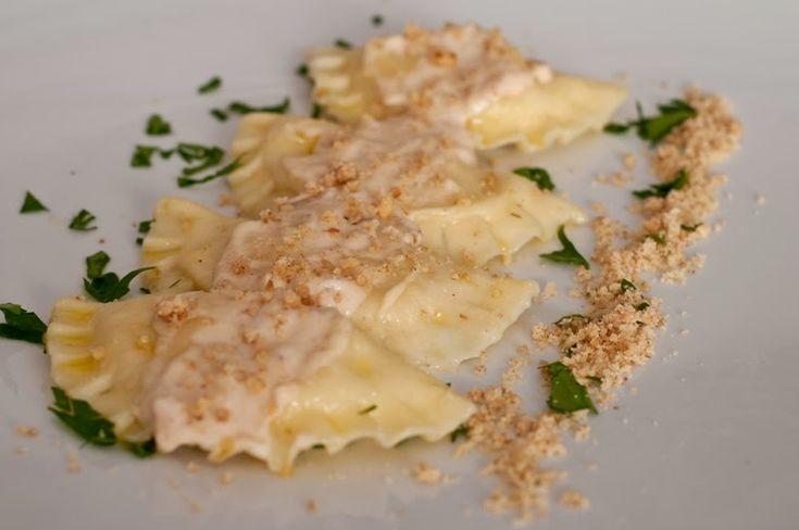 Ravioli ricotta e porcini con crema di formaggio e noci
