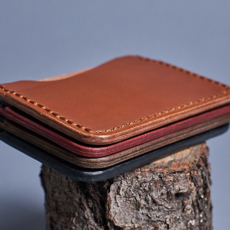 New Slim and beautiful cardholders / mini wallets in our store.