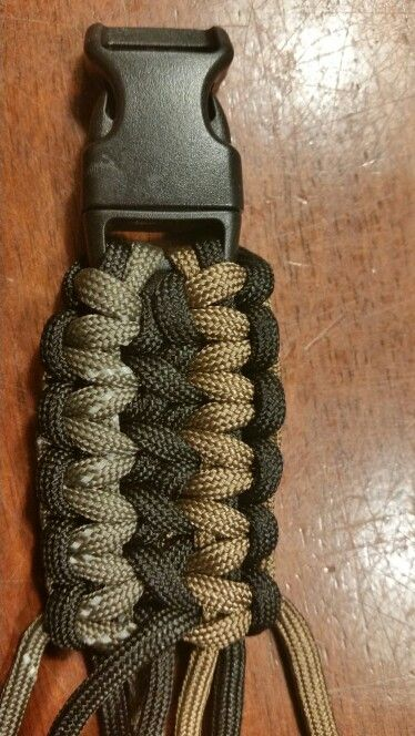 Paracord bracelets  in the makening