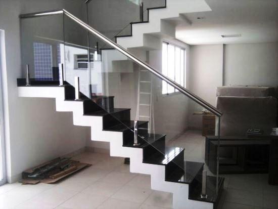 Modelos de Escadas com Corrimão de Vidro