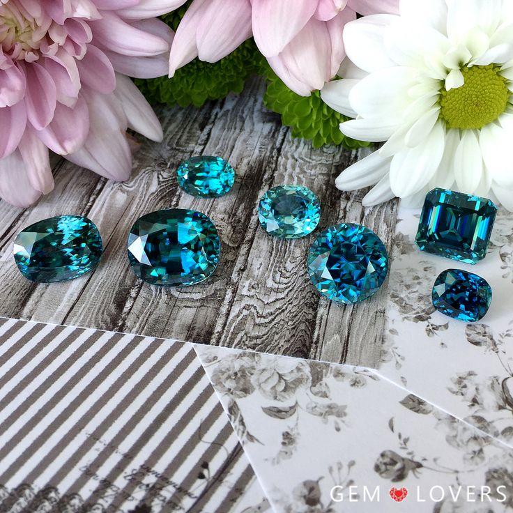 Циркон - это один из немногих полудрагоценных камней, который может сравниться по своей дисперсии с бриллиантом. Кто не видел в живую голубой камень циркон, не может представить его неповторимой ярчайшей игры. А его насыщенный голубой цвет просто поражает воображение. Камень недооценен, его часто путают с фианитом (cubic zirconia) - искусственным камнем, что совершенно не соответствует действительности, ведь циркон - исключительно природный камень.  ✒WA/Telegram/Direct/Viber +7-925-390-20-52…