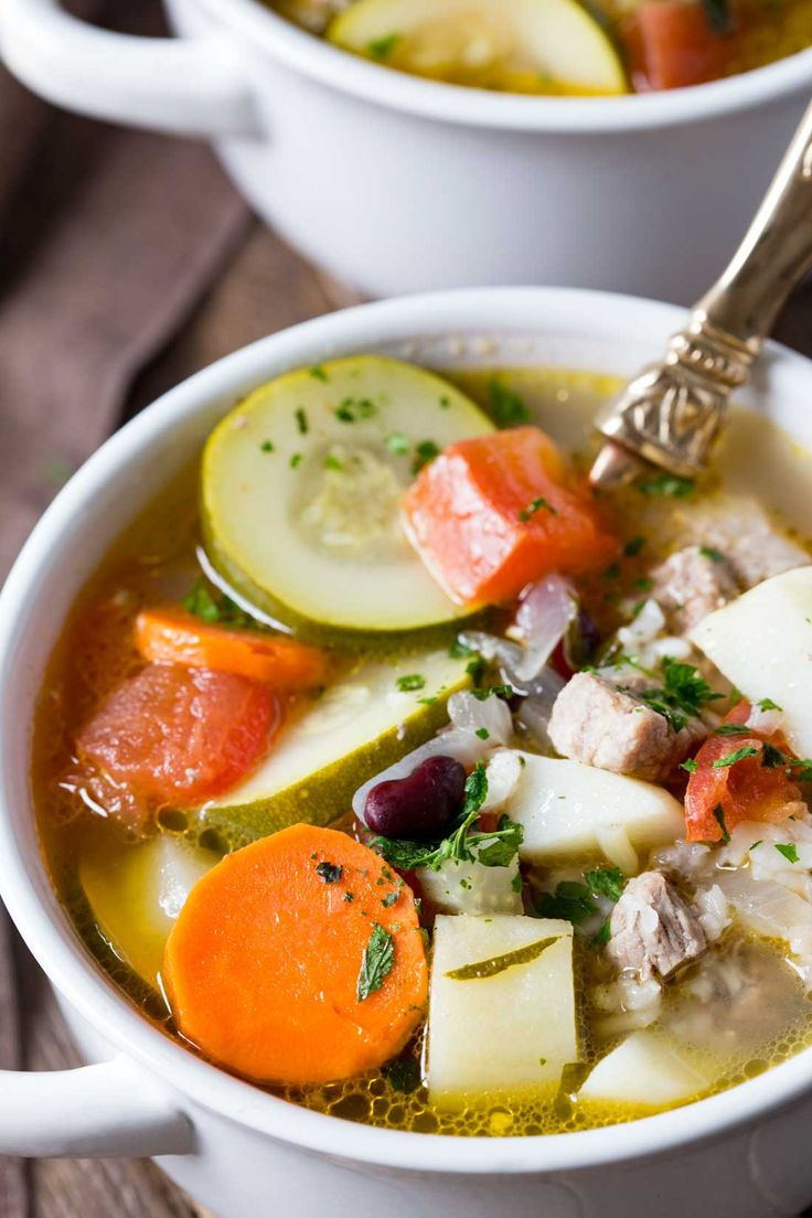 Delicious and hearty ministrone soup, a classic ministrone soup recipe