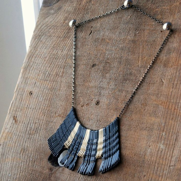 A chic necklace from a few bobby pins - who knew? Find out how to make your own Bobby Pin Necklace today!