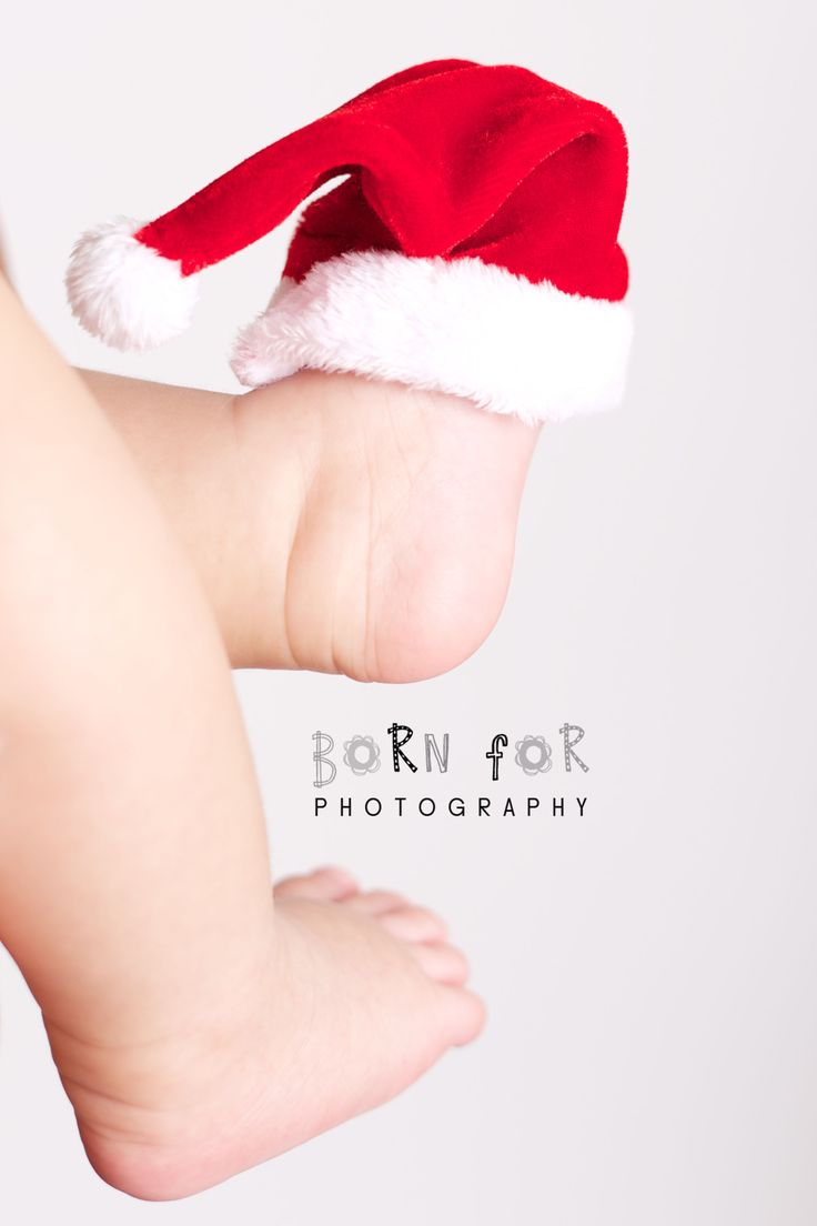 Born For Photography: I love this photo of this baby santa hat on this newborns feet.