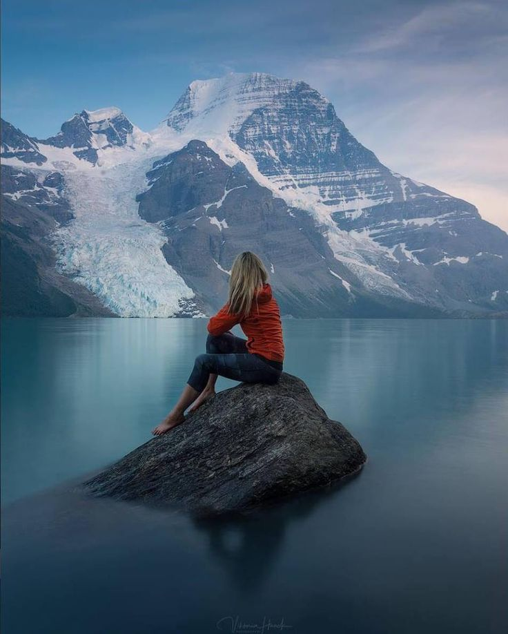 """""""The miracle of gratitude is that it shifts your perception to such an extent that it changes the world you see."""" -Dr. Robert Holden  Picture credit: Viktoria Haack Photography"""