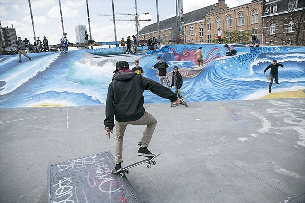 Image: La Place de La Chapelle is a park for skateboarders to practice in Brussels (© Delmi Alvarez/Zuma Press)