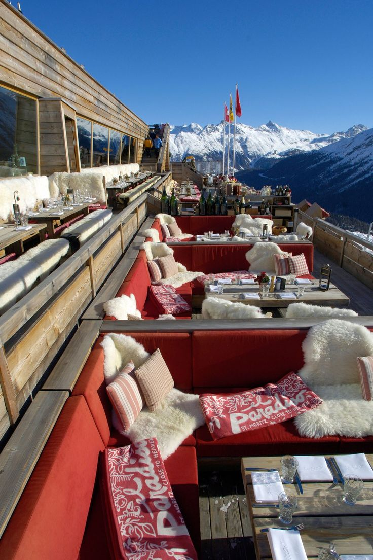 Where to stay, eat and dance! Jonathan Thompson reports from the very peak of US ski chic…