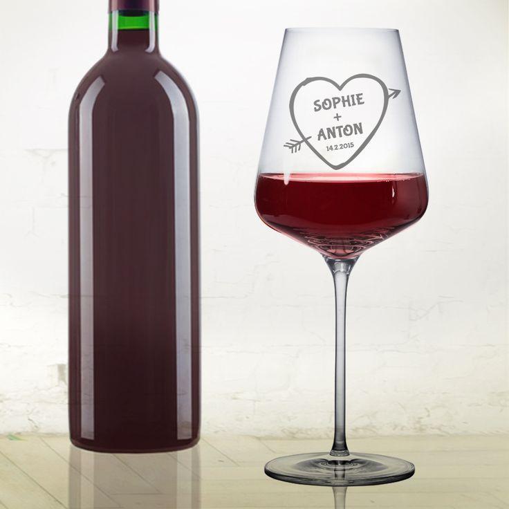 Ein gemütlicher Wein mit einem lieben Menschen - schöner geht es kaum. Besonderer aber schon: Mit unserem Weinglas mit Gravur - Amors Pfeil.