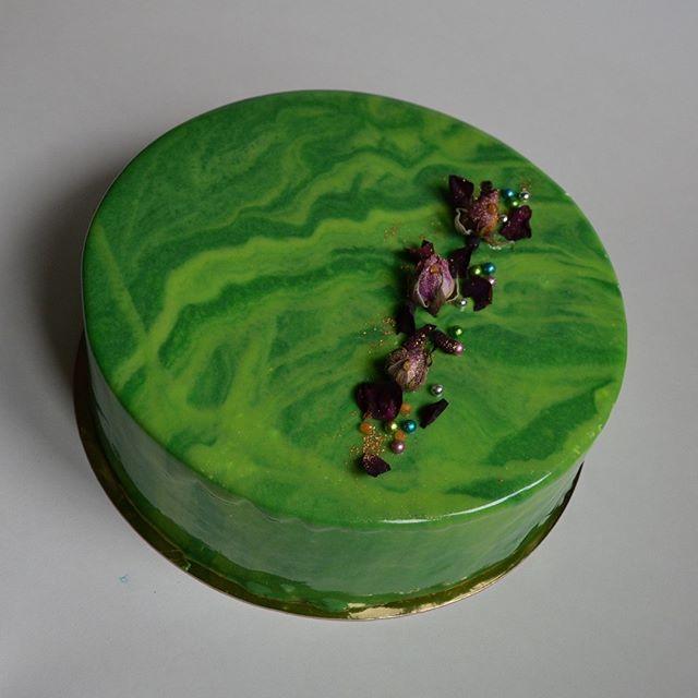 #десерт#торт#sweetcake #desserts #безмастики #мойторт #гляссаж#тортназаказ#инстафуд#сладости#десерты#муссторт