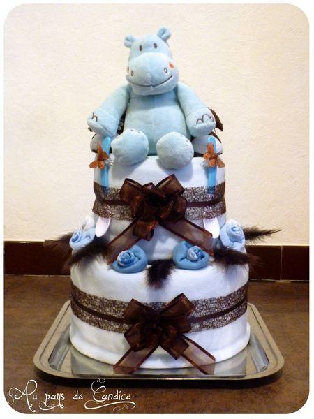 un beau gâteau pour l'arrivée de bébé en couches