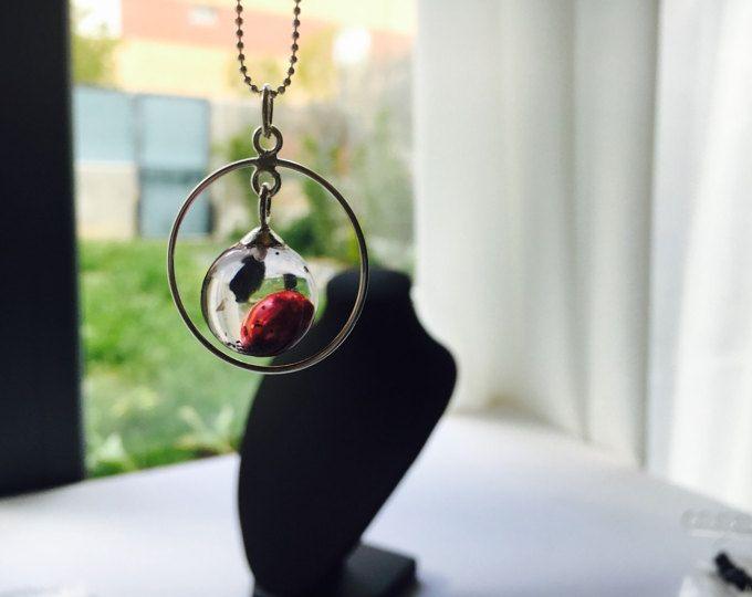 Aesidhe.com | colgante Uno de plata 925 con perla de cultivo encapsulada en una esfera de resina de cristal