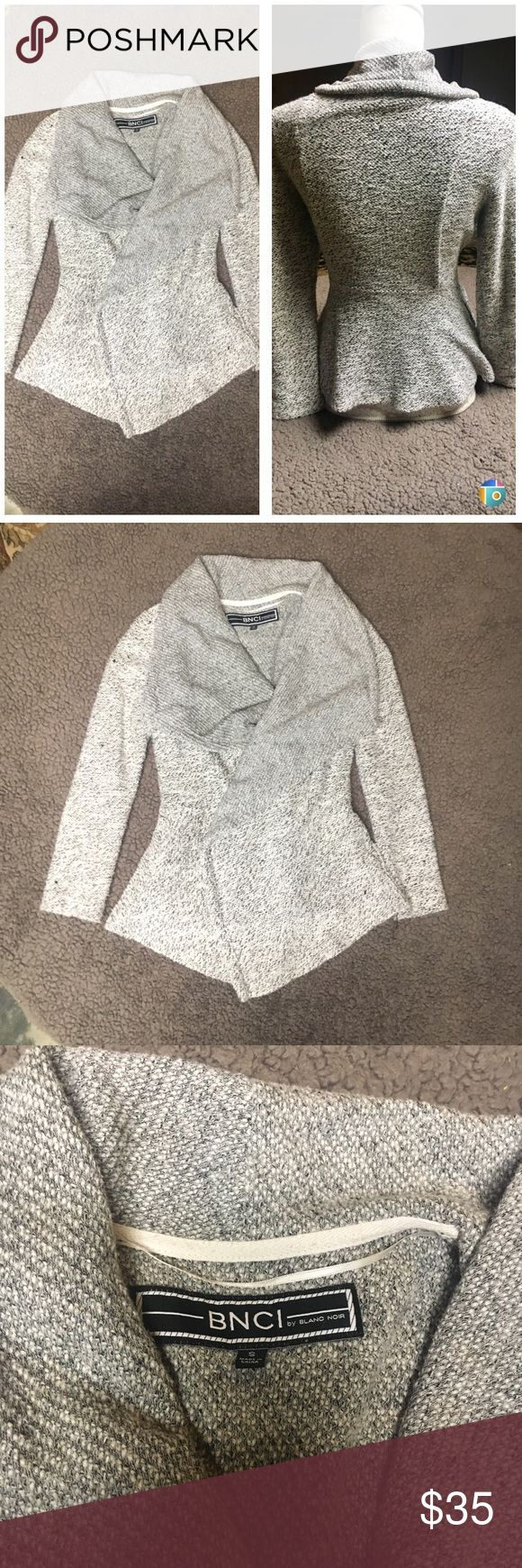 Black and white cardigan In great condition black and white cardigan. It is so cute on !!! Nice and warm too . It has pockets made of 55% cotton and 45% polyester blanc noir Sweaters Cardigans
