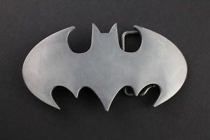 a corte de batman gris retro hebilla de cinturon dc comics pelicula vs superman