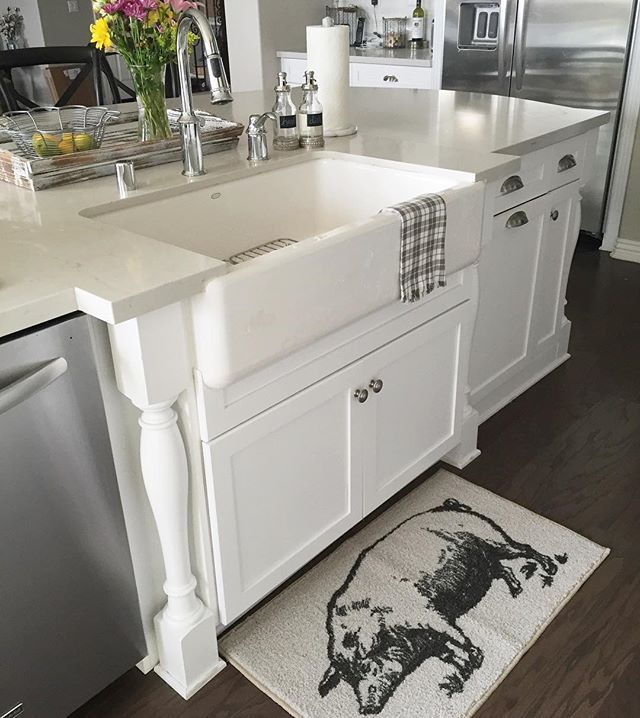 Day 4 (I'm behind) of the @theinspiredroom #loveyourhomechallenge is to give your sink some love. I cleared the dishes and cleaned the faucet and soap dispensers. The other day I went to Target to raid the Dollar Spot (keeping it real) and came home with a pig mat. My 2 yo loves pigs and it was fairly cheap so I figured, why not?