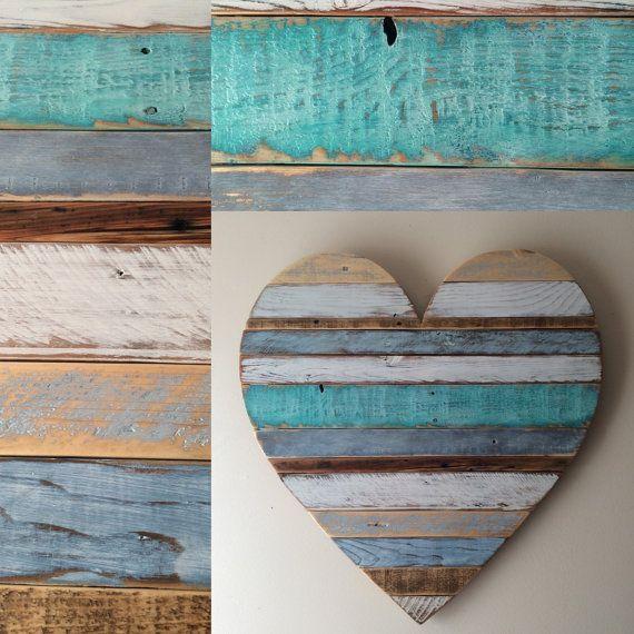 Unser Strand-Ferienhaus inspiriert Herz ist handgemalt mit Enten, blau-grau und weiß.  ES GIBT EINE 4 WOCHEN WARTEZEIT AUF DIESEN ***  Dieses einzigartige rustikale Herz ist entworfen und von Hand in unserem Shop mit aufbereitetem Holz. Die Bretter werden individuell ausgewählt und dann jeweils sorgfältig Hand lackiert und geschliffen zum Erstellen eines visuellen Reiz der Jahrgang Textur und Farbe. Die Platten sind durch Holzleim und Nägel mit zusätzlichen Platten auf der Rückseite für…