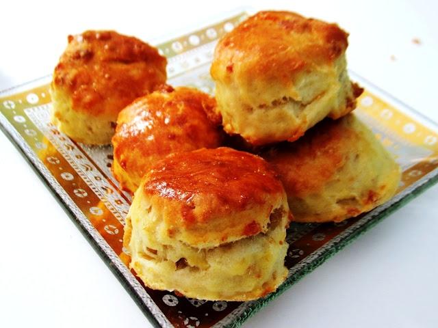 food and thrift: Töpörtyüs Pogácsa-Hungarian (crackling) Biscuits