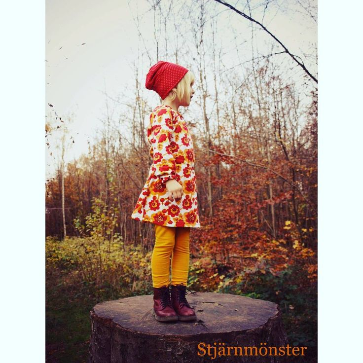 Dress in retro pattern fabric from Liandlo. Picture from @stjaernmoenster