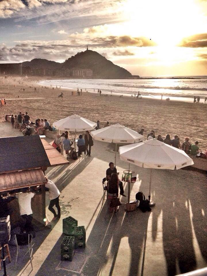 Txiringuito Groseko, Nice place to have a wine and a beautiful sunset! San Sebastián, Donostia by sistersandthecity.com