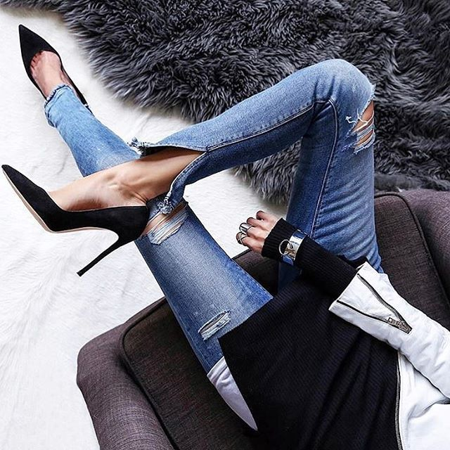 Cumartesi akşamı yüksek topuklar gerektirir ✨ En rahat ve şık topuklu ayakkabı seçimlerimiz için link bio'da: @fashionedchicstyling #heels