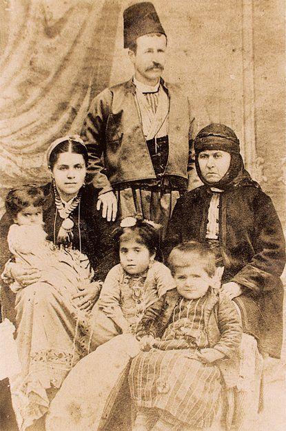 The family of Dr. Harutiun Der-Ghazarian, also known as 'Khadents'. Armenians from Marash (Kahramanmaraş), ca 1880s. (Source- Mihran Minassian collection).
