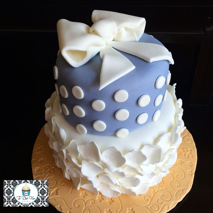 This one is perfect for so many occasions from a wedding to a sweet sixteen to a baby shower!