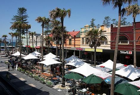 The Corso / Manly Beach, Sydney / The Corso runs across the centre of Manly from the Ocean beach end to the Harbour beach.
