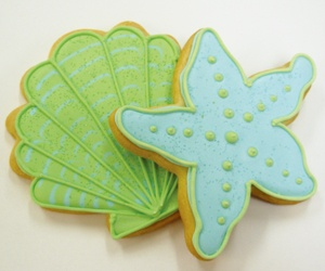seashell cookies.....look how cute...maybe Christie could make these for us!!!