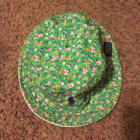 Ralph Lauren barely worn bucket hat reversible Barely used, maybe once/twice Ralph Lauren bucket hat reversible, green floral print Ralph Lauren Accessories Hats
