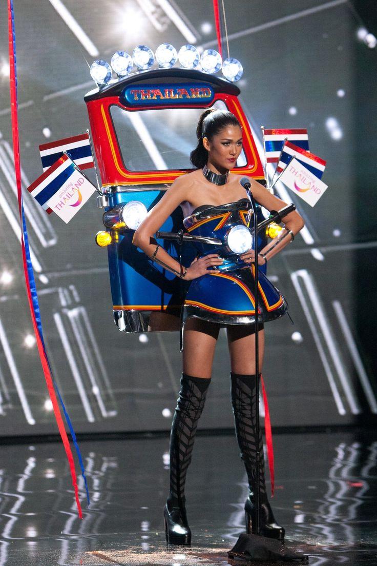 Вчера, 20 декабря, в Лас-Вегасе состоялся финал самого авторитетного международного конкурса красоты «Мисс Вселенная 2015». За титул и корону соревновались самые красивые девушки из 80 стран мира. Мисс Вселенной в этом году не без приключений стала представительница Филиппин 26-летняя Пия Алонсо Вурцбах. Конкурс красоты «Мисс Вселенная» проходит в несколько этапов, самые известные из которых –