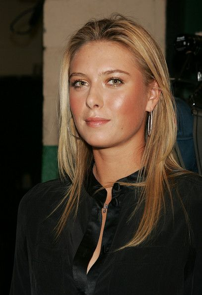 Marc Jacobs Spring 2006 - Backstage September 12, 2005 In this photo: Maria Sharapova