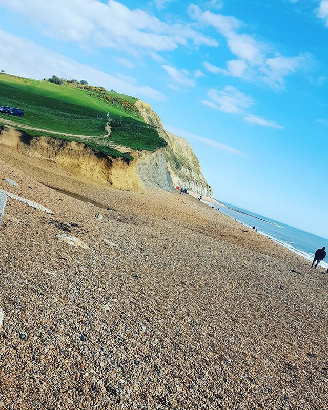 Off to see my beautiful sister & neice today. The weather is gorgeous again.. more exploring is a must ♡ have a great weekend everyone 😀 #weekends#dayout#spring#april#beautiful#skyline#whataview#bluesky#sunnyday#horizon#walk#lovelife#lifeisbeautiful#mornings#dorset#seatown#bridport#explore#exploringdorset#earth#beach#beachday#beachlife#beachwalk#seetheworld#pebblebeach #montereylocals #pebblebeachlocals - posted by Megan Kate Pritchard https://www.instagram.com/megankatepritchard - See more…