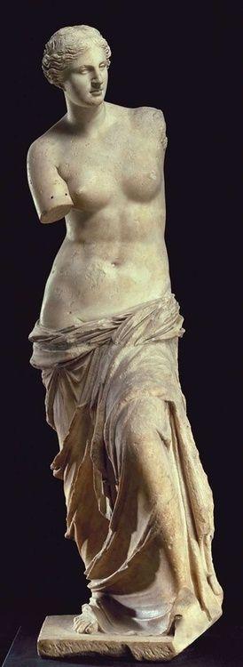Venus de Milo (Afrodita), estatua griega (mármol), descubierto en la isla de Milos, segundo siglo antes de Cristo (Musée du Louvre, París).