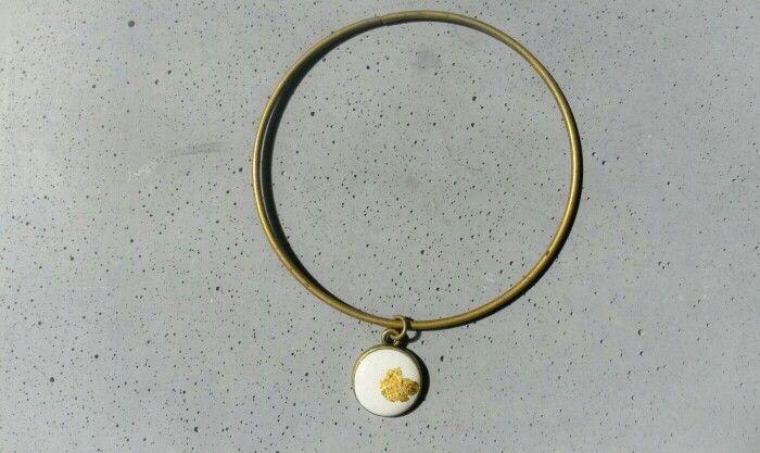 Braclet #gold #white #concrete