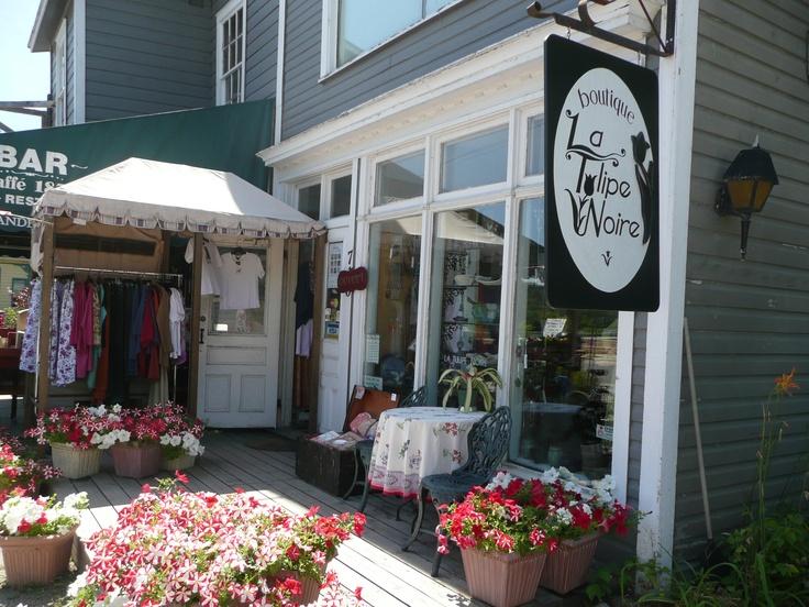 Boutique La Tulipe Noire, 715 Ch Riverside, Wakefield, Quebec.