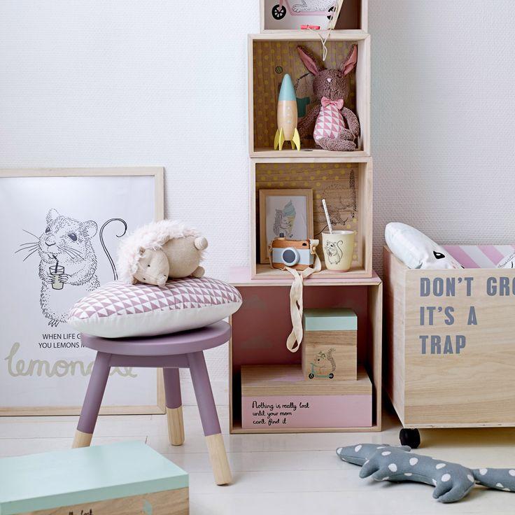 """Ein Kinderzimmer kindgerecht zu dekorieren ist gar nicht schwer. Vor allem nicht mit der zuckersüßen Bloomingville Mini Kollektion! Der Bilderrahmen """"Lemonade"""" macht Lust auf den Sommer und sorgt als Wanddeko für niedliche Hingucker ♥"""