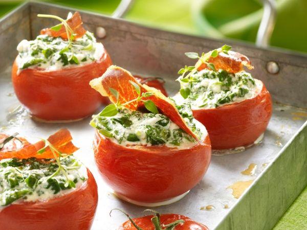 Tomaat gevuld met spinazie