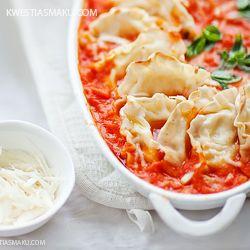 Pierożki z mozzarellą w sosie pomidorowym