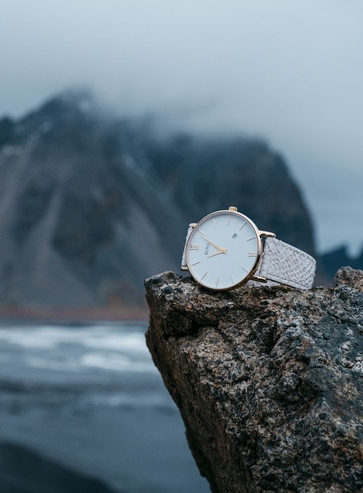 Exploring the beautiful coast of Iceland together with Berg! Did you know that our strap are made out of salmon leather from Iceland? #Iceland #fashion #watches #inspiration