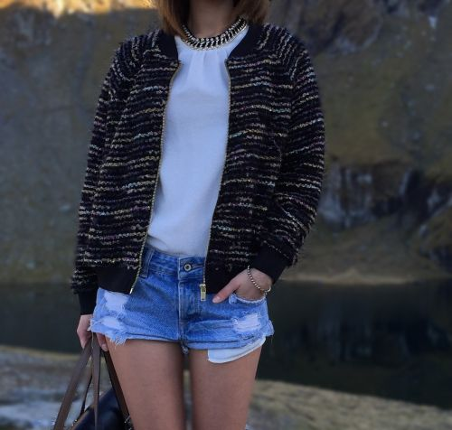 Ripped denim shorts outfit