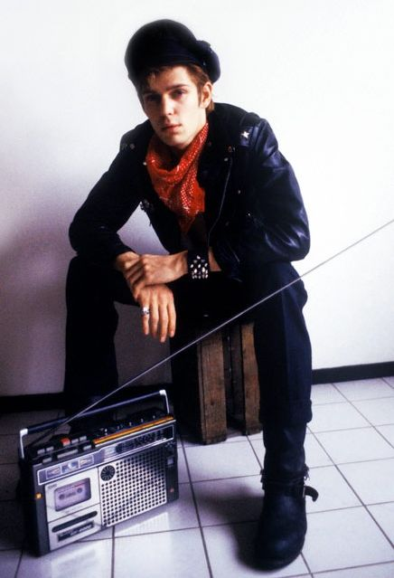 Paul Simonon rockin am radio