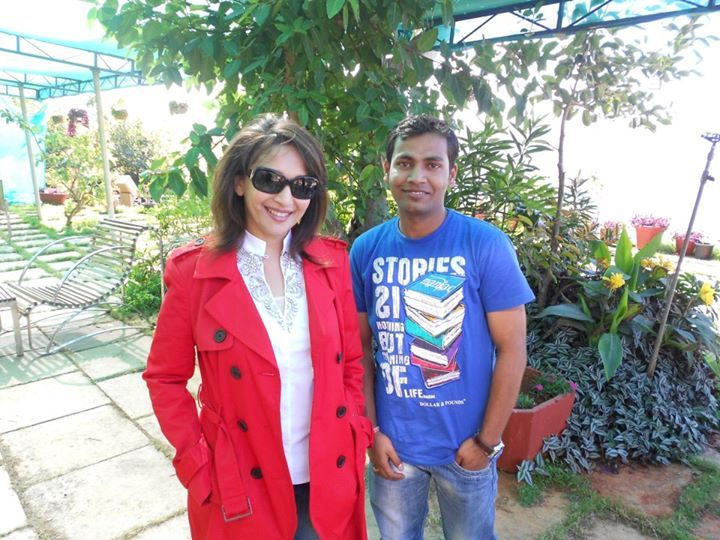 Dhak Dhak girl of Bollywood Madhuri Dixit with her lucky fan during her stay at Ravine Hotel. You may become the next lucky charm to meet any Bollywood celebrity at Ravine Hotel during your vacations at #Panchgani.