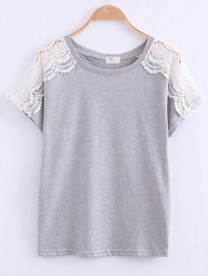 Серая модная футболка с кружевной отделкой