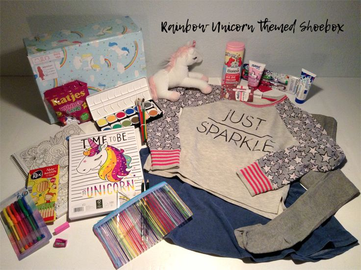 Rainbow Unicorn themed shoebox for a 9-12 year old girl // The box includes colorful art supplies. // humedica: Geschenk mit Herz
